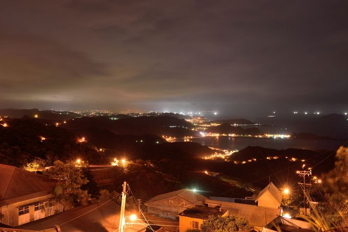 港と漁火の灯りが美しい九戸茶語のテラスからの夜景