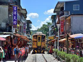 台湾・どこか懐かしい平渓線が走る風景 人気の撮影スポット5選