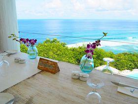 インド洋に浮かぶ絶景レストラン!バリ島「ディマーレ」