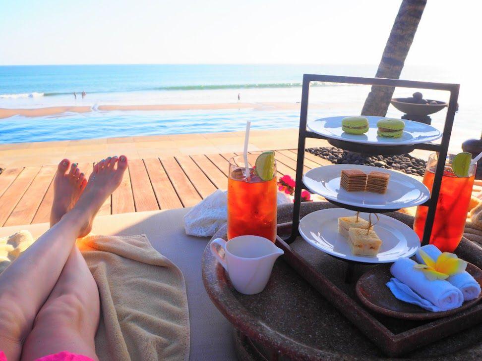 海を眺めながら何もしない贅沢を楽しむ