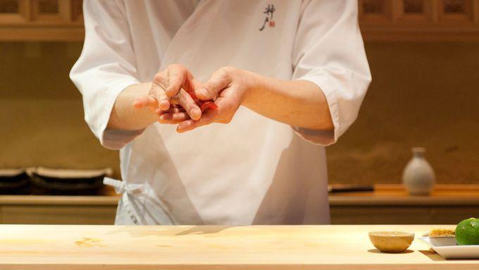 昼夜問わず大人気のカフェバーと神戸を代表するレストラン
