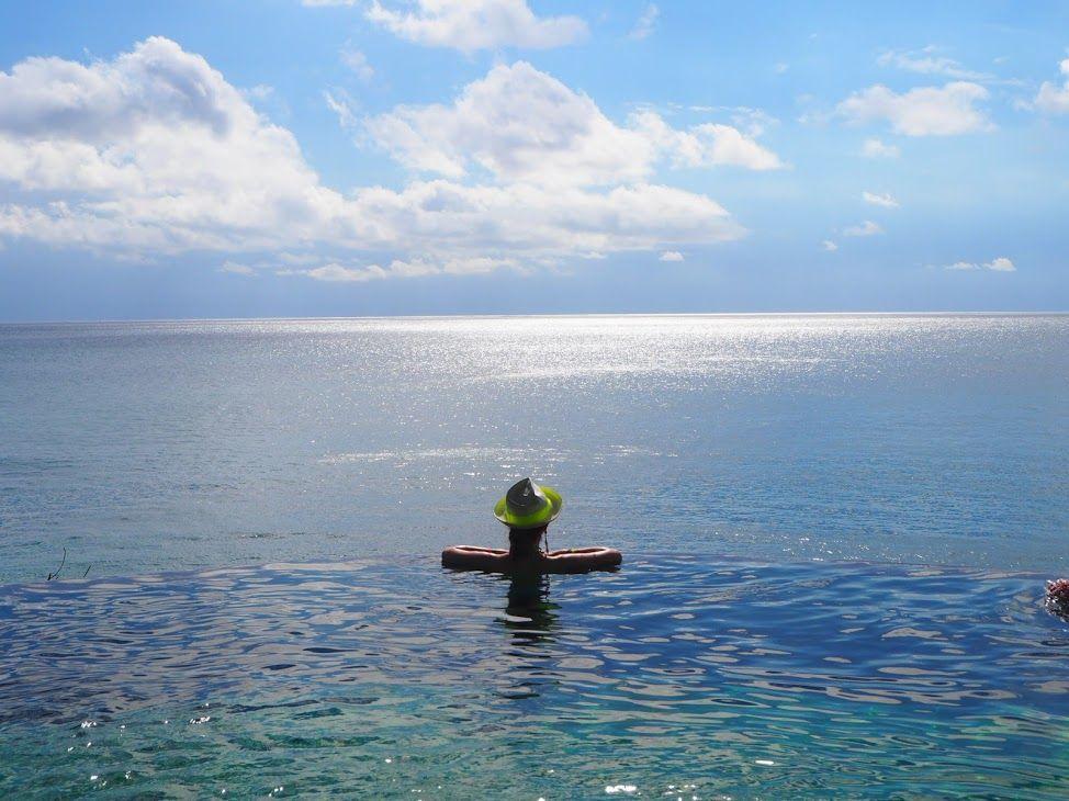 インド洋の絶景を見下ろす「オーシャンビーチプール」