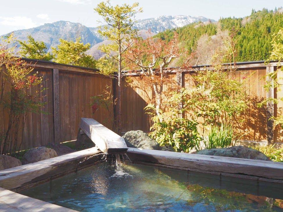 4つの貸切露天で奥飛騨の四季を堪能する