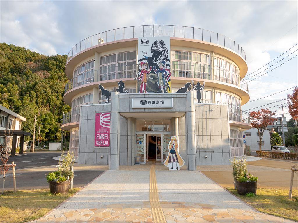 古い校舎が大変身!鳥取県倉吉市円形劇場くらよしフィギュアミュージアム