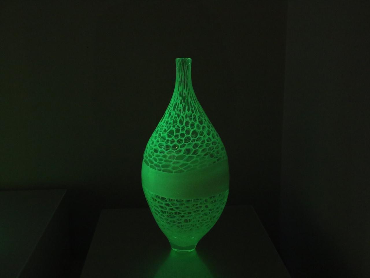 ウランガラスの器