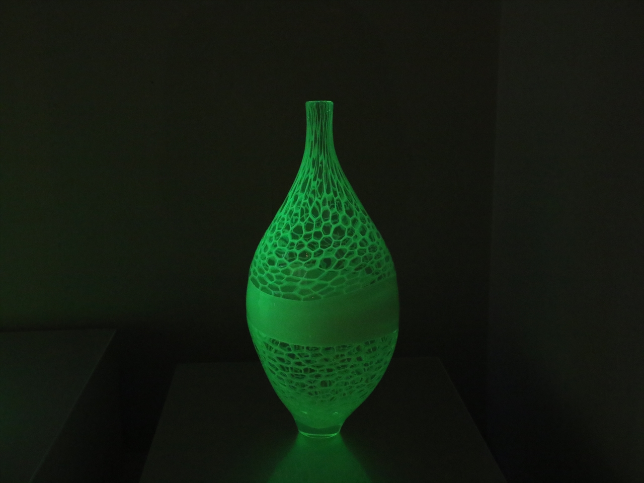 ウラングリーンは神秘的。岡山県鏡野町「妖精の森ガラス美術館」