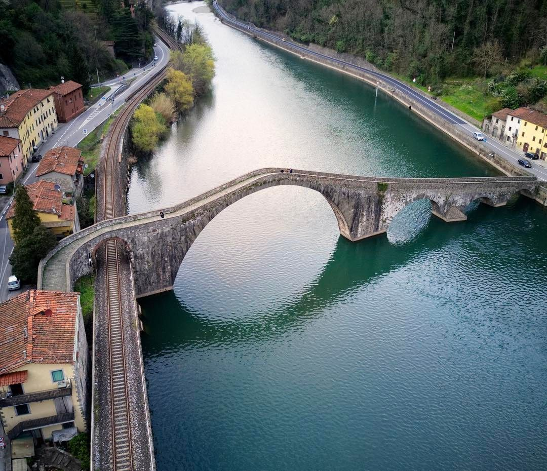中世の伝説が残る巨大な石橋!イタリア・トスカーナ「悪魔の橋」