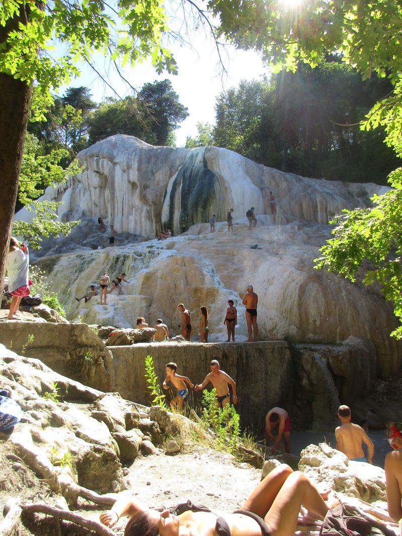 要塞と森の中の天然温泉で至福の時を!「カスティリオーネ・ドルチャ」