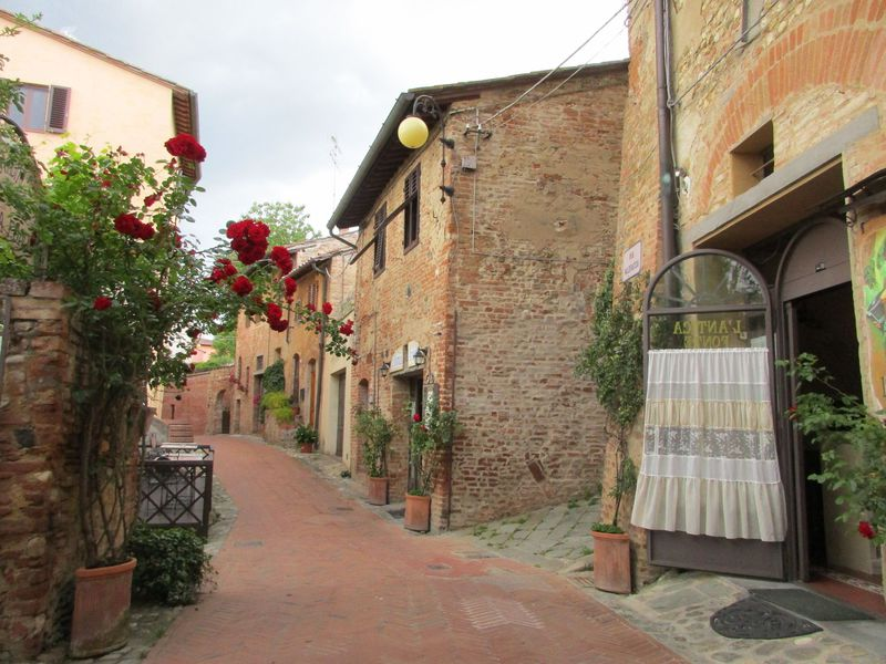 アクセス簡単!フィレンツェ近郊の「小さな村」チェルタルド
