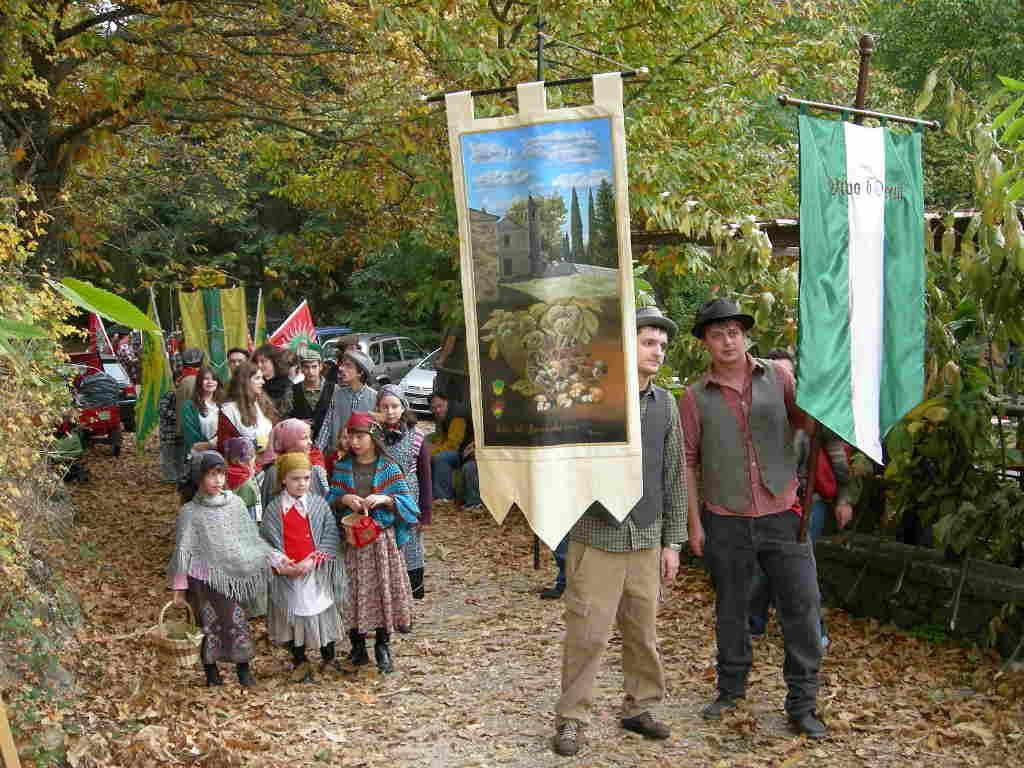 祭りのクライマックスは、古の集落へ