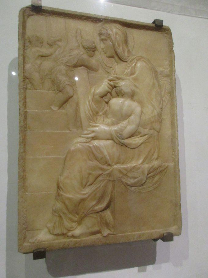 天性の才能を証明する、10代の貴重な彫刻作品2つ