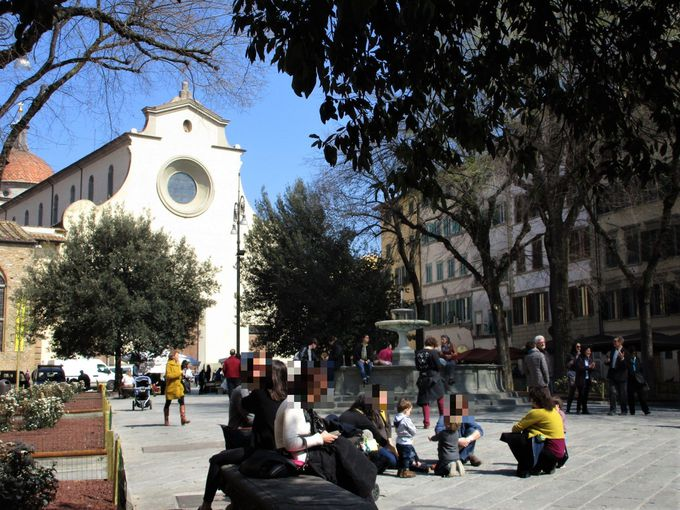 サント・スピリト広場のテラス席がおススメ、「Osteria Santo Spirito」