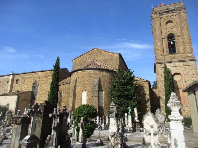 ピノッキオの作者など著名人が眠る、「聖なる扉」記念墓地