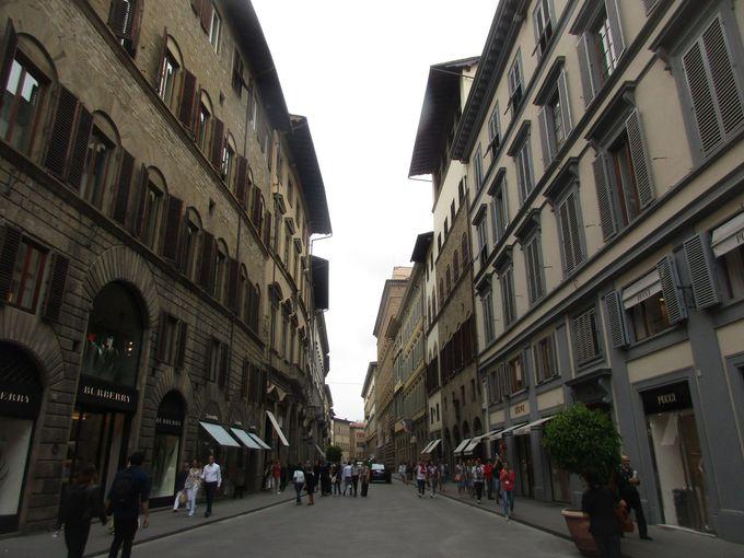 夕方:もう1つのフィレンツェのシンボル「ヴェッキオ橋」を見て、散策しながら駅へ