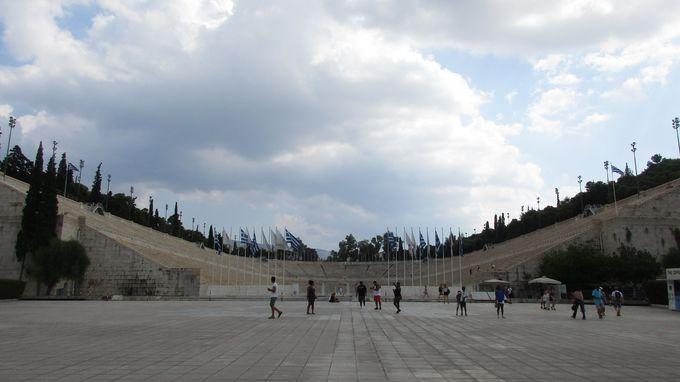 午後:第一回近代オリンピック開催!総大理石の「パナシナイコ・スタジアム」