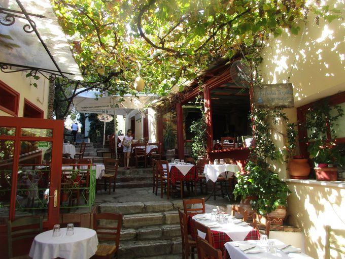 ランチ:インスタ映えするテラス席で、ギリシャ料理を満喫