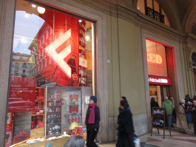 レプッブリカ広場の「RED」は、立地の良さが人気