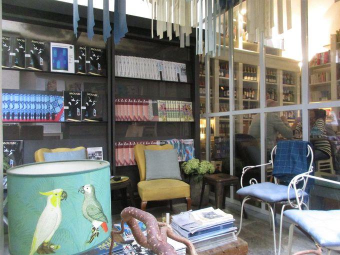 オシャレな中庭「Libreria Brac」は、野菜がたっぷり食べられるお店