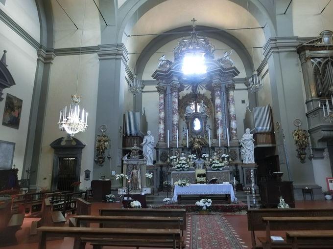ひときわ目立つコッレジャータ教会