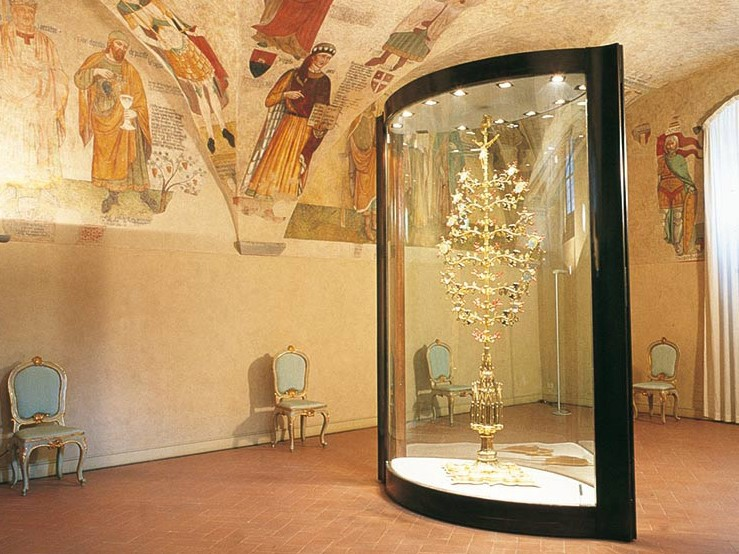 ルチニャーノの至宝「黄金の木」が残る市立博物館へ