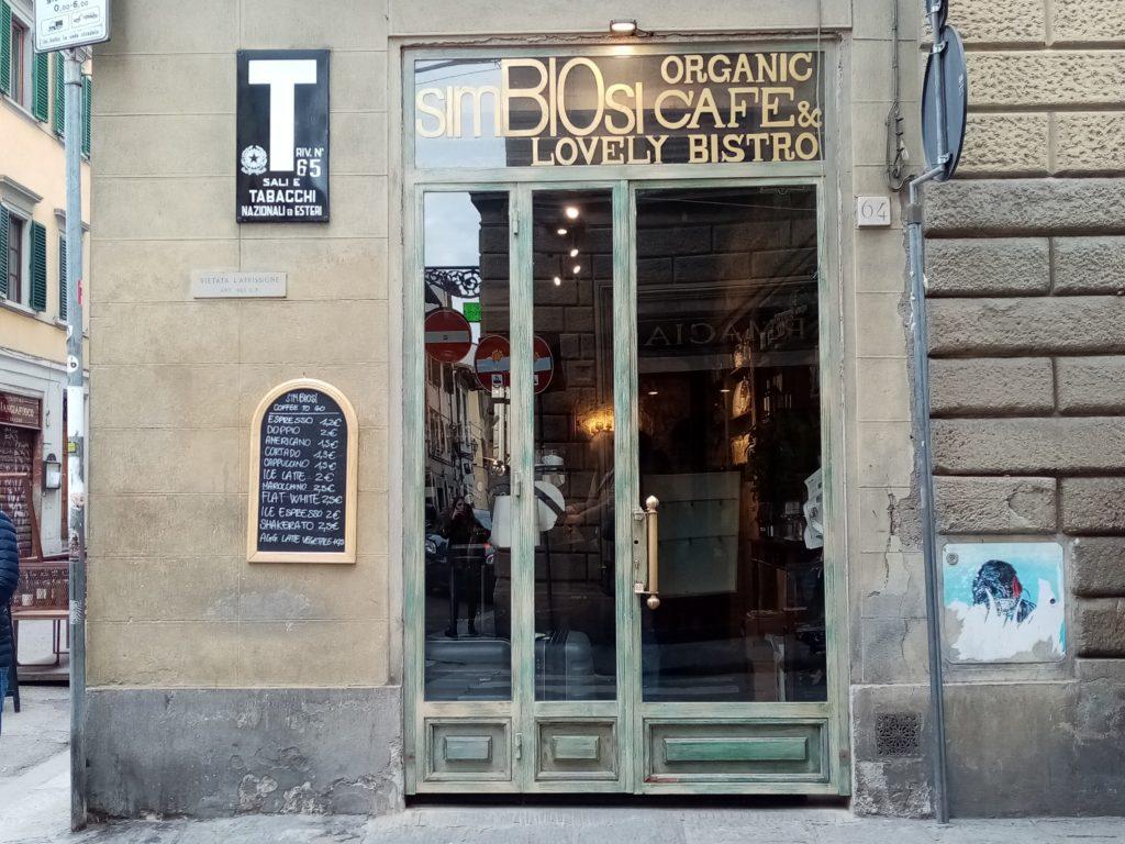 隠れ家的な新しいバール Simbiosi Organic Cafe'