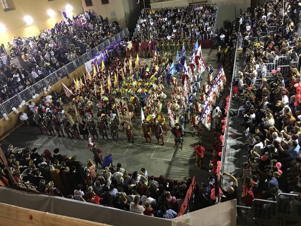 ヴィカーリオ交代の儀式を再現する「ディオット」