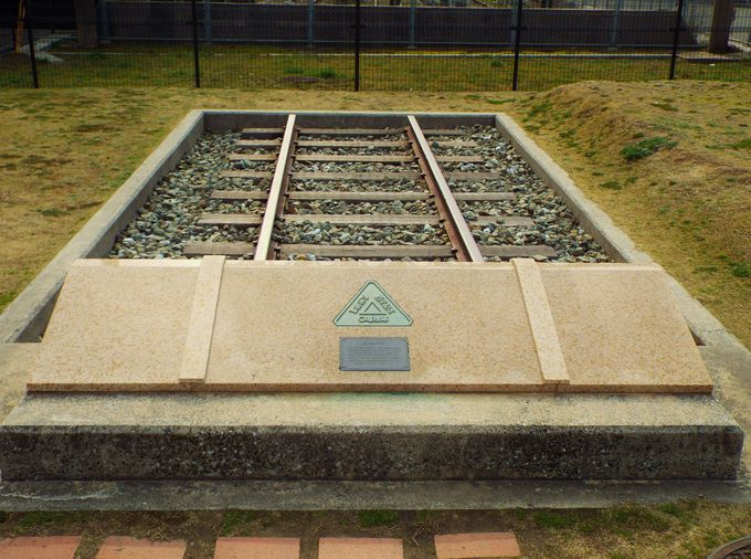 入口ゲート手前に佇む九州鉄道歴史の起点、旧0哩標!