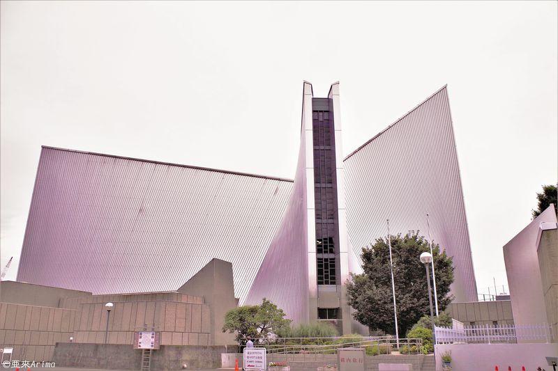 途轍もなく心高ぶる地上の十字架、目白「東京カテドラル関口教会 聖マリア大聖堂」