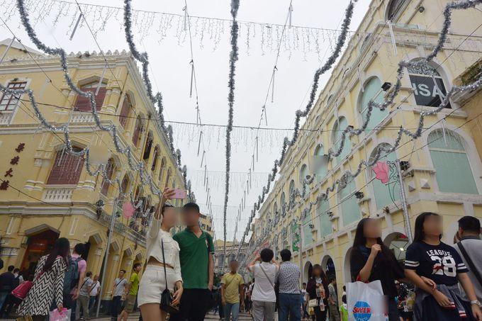 セナド広場からカレーおでんの店が並ぶ「大堂港通り」へ