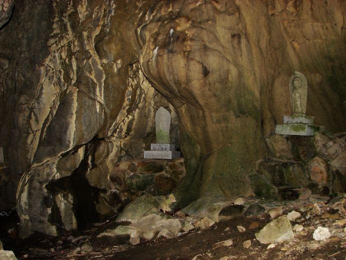 洞窟内小洞窟と美しい夕焼け