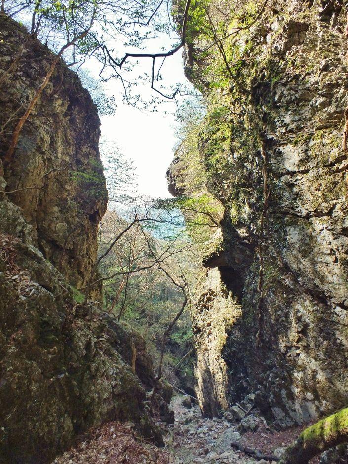 断崖絶壁から張り出した驚異の堂宇