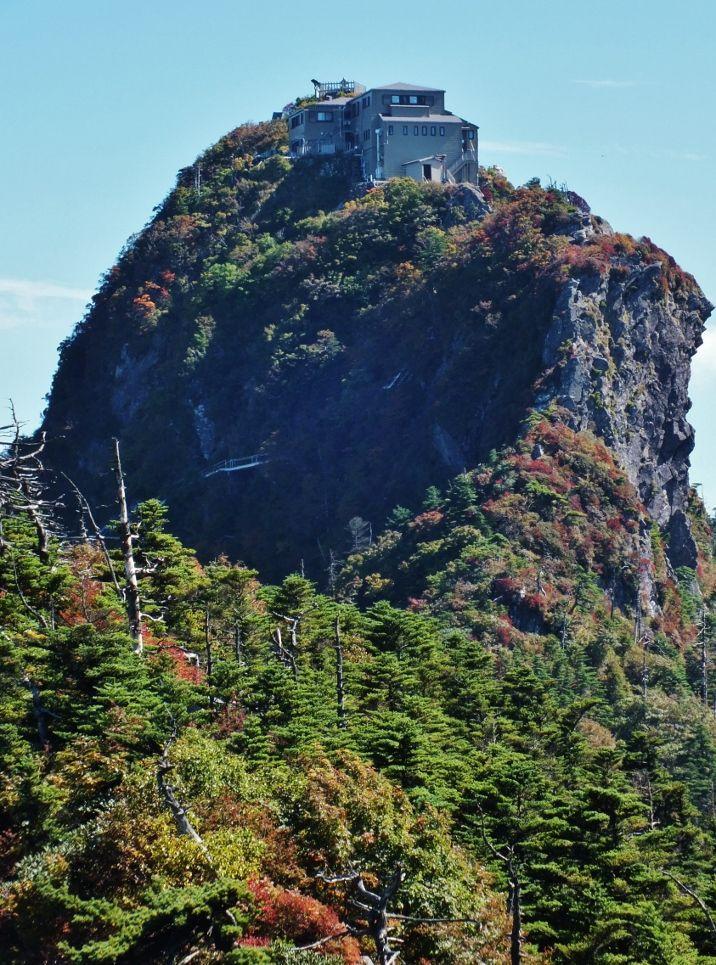 天空の山小屋と四国の無名峰の最高峰