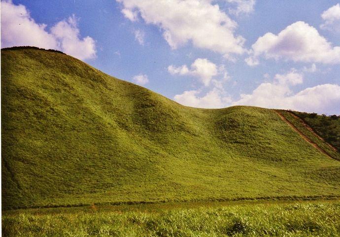 メルヘンチックな亀山とお亀池