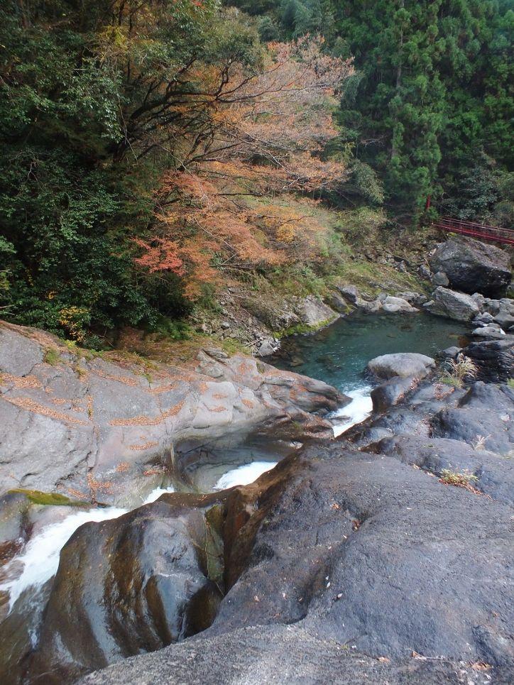 滝の真ん前に立つと迫力満点
