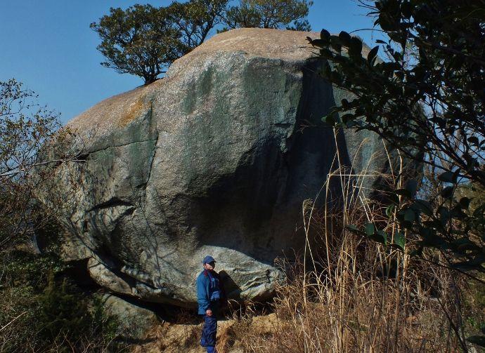 圧倒される巨石と奇岩怪石
