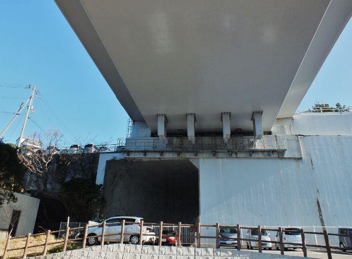 竜宮城に近未来トンネル?