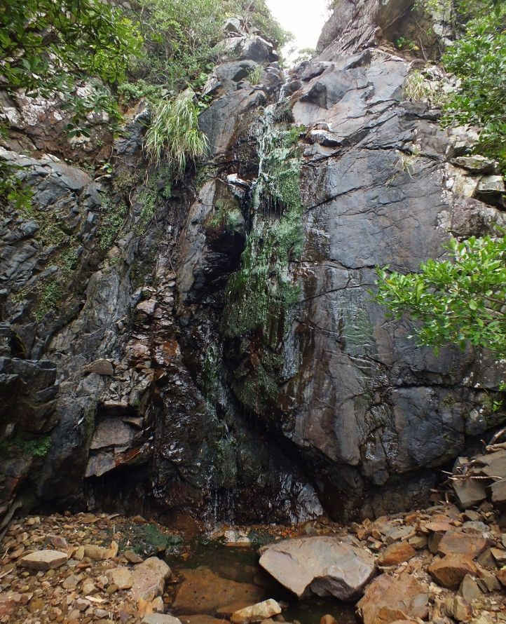 浜の滝から谷の中の滝へ