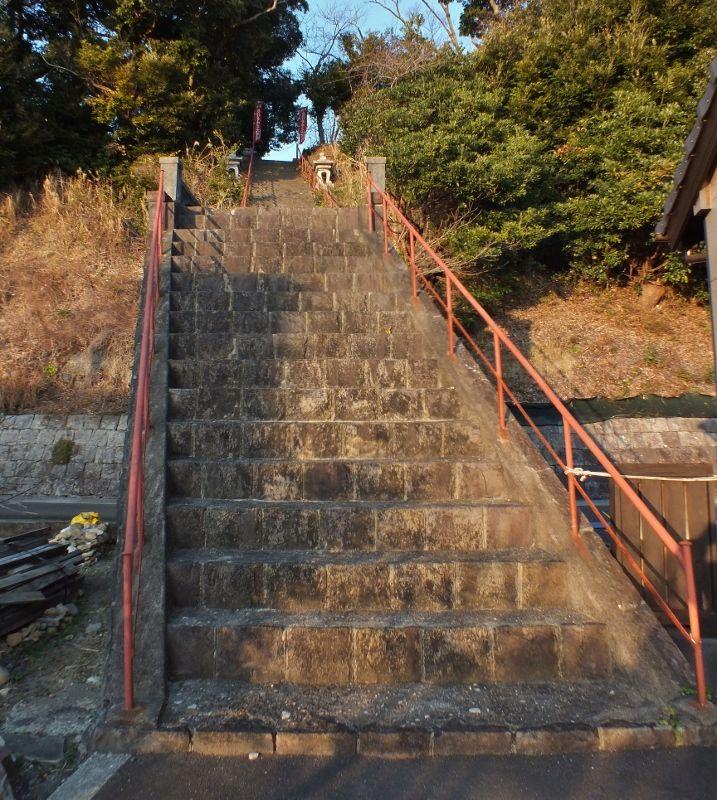 住宅街に残る魚梁瀬森林鉄道廃線跡