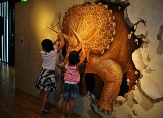 驚きのトリックアート展〜水に浮かぶ高知県立美術館〜