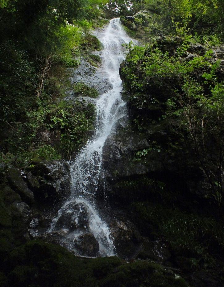 噴き上がる明神の滝と巨瀑の雪光樽の滝