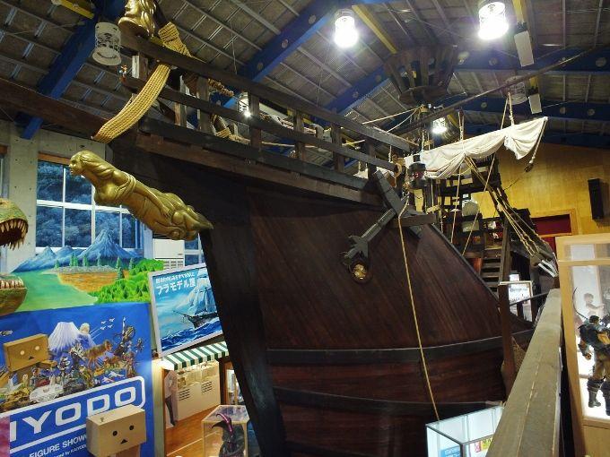 実物大に近い巨大帆船が展示室・海洋堂ホビー館四万十