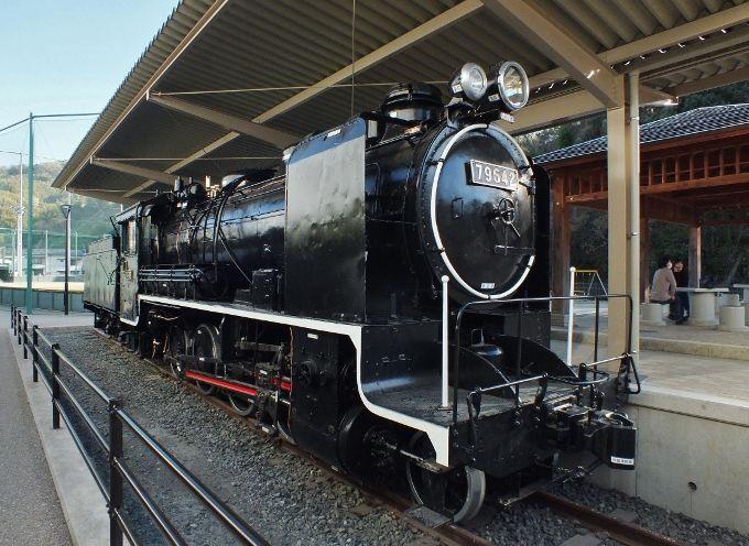 ピカピカの機関車と八幡浜市街地随一の展望地