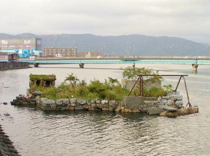 戦後も大砲を撃っていた島