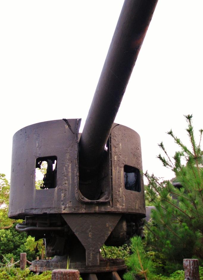 絶景の海軍レーダー跡と戦艦陸奥の副砲