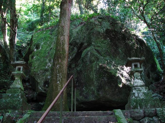 軍艦の砲撃跡と周防大島屈指の絶景・文珠山