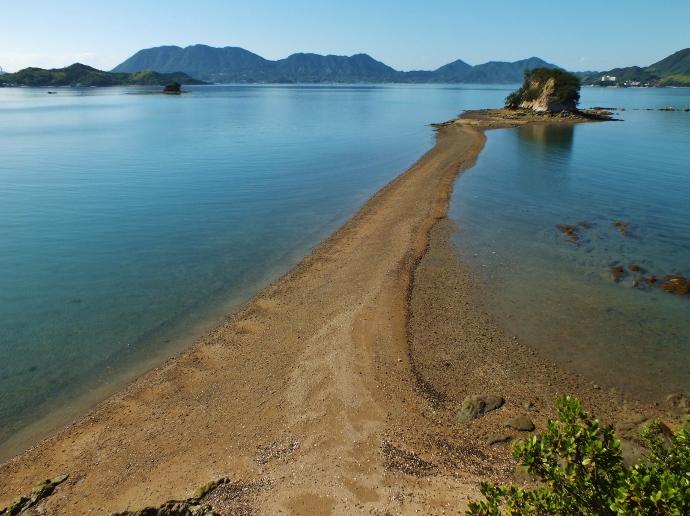 島の最高峰と海崖から望む大角豆島