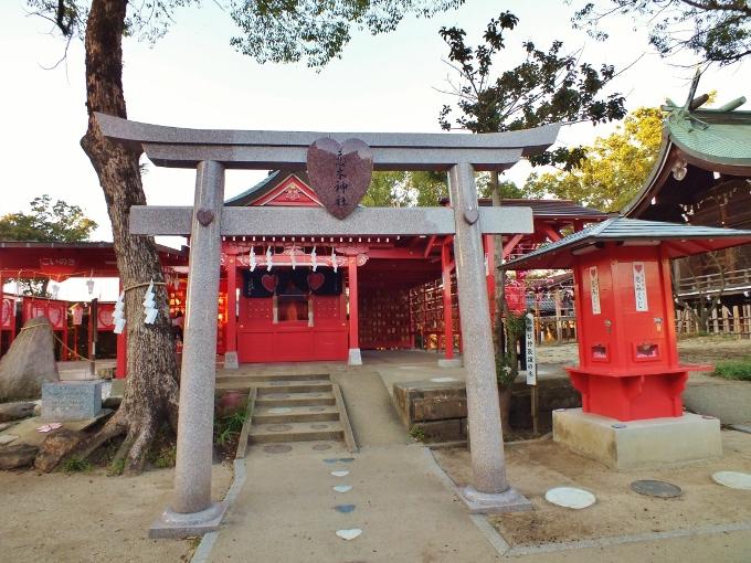 境内はハートだらけ「恋木神社」