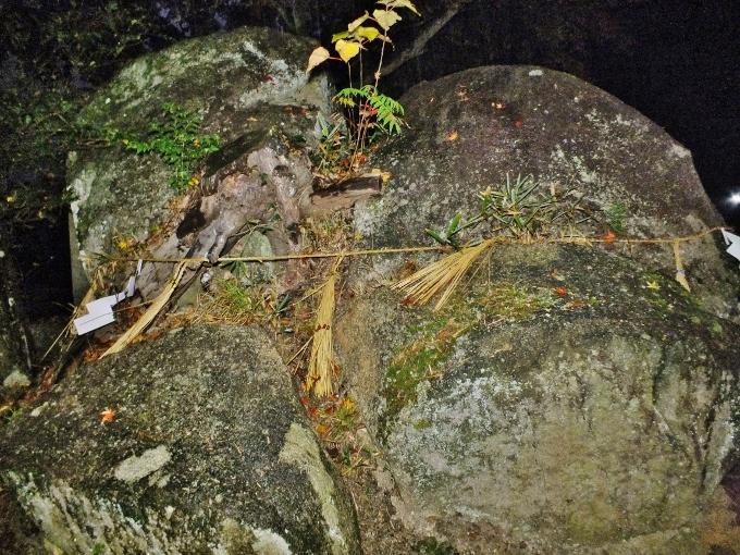 炭治郎が刀で斬った岩も福岡に「荘八幡神社・鈴石」