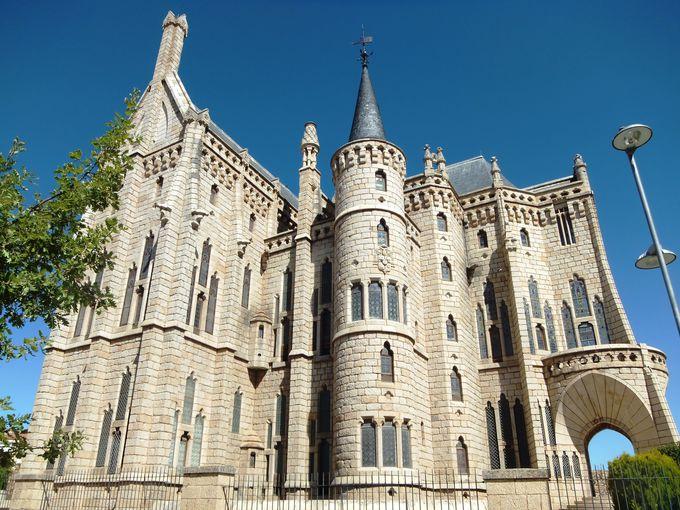 ガウディ設計のお城のような司教館がある「アストルガ」!