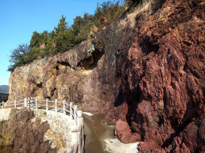 日本では仙酔島にしかない五色の岩!